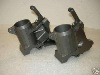 Piedini radiali forcella Showa interasse 108 mm per MV F4 750